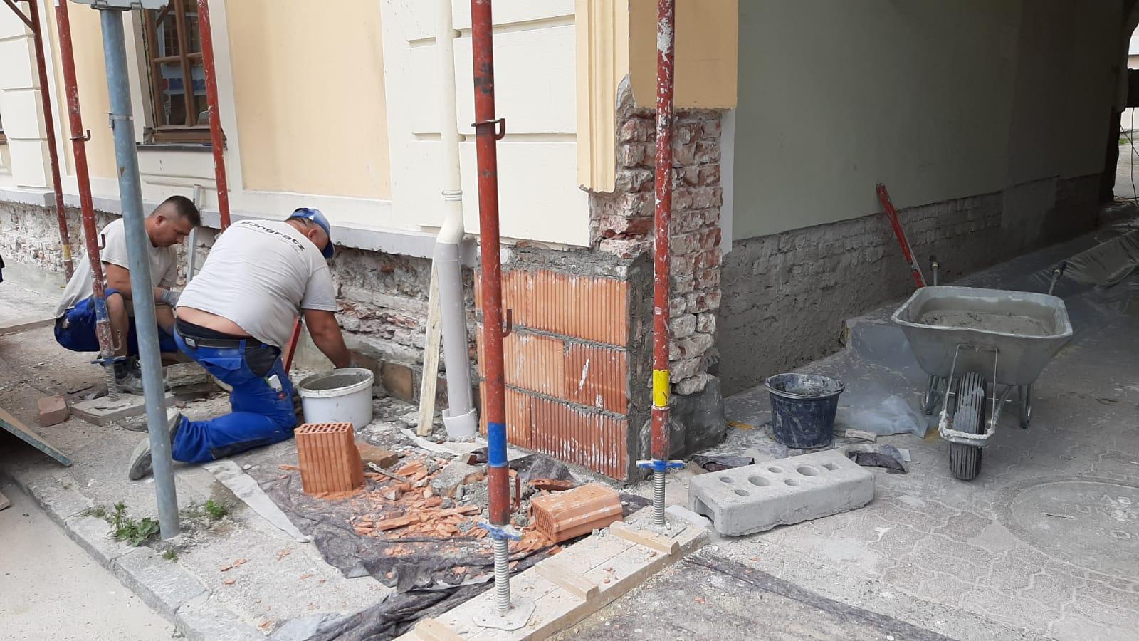 Rathaus-Pottenstein-Handwerker-6